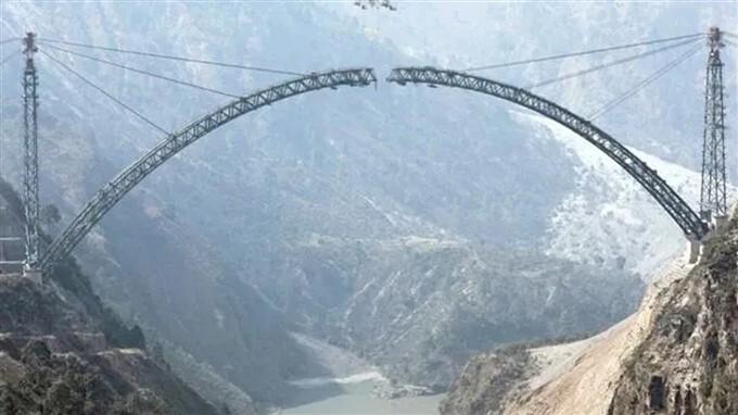 ఫోటోలు: చీనాబ్ నదిపై ప్రపంచంలోనే అతిపెద్ద రైల్వే బ్రిడ్జి నిర్మాణం