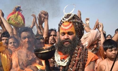Kumbh: नागा साधुओं की रहस्यमयी दुनिया, जीते-जी कर देते हैं खुद का पिंडदान