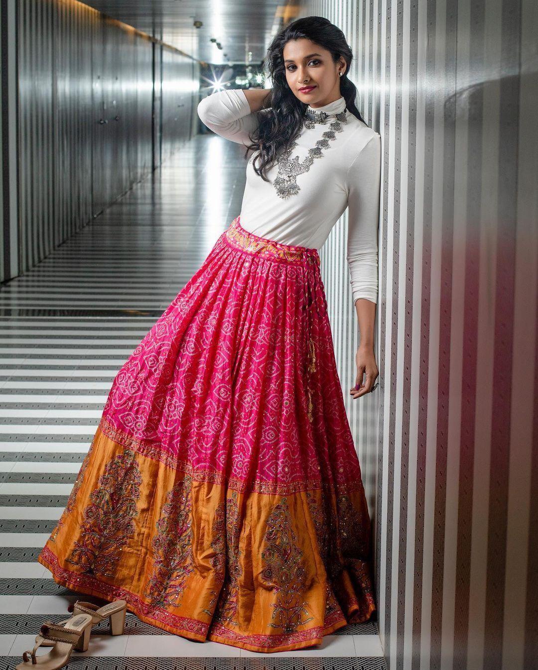 ക്യൂട്ട് ലുക്കില് പ്രിയ ഭവാനി ശങ്കര്: ചിത്രങ്ങള് കാണാം
