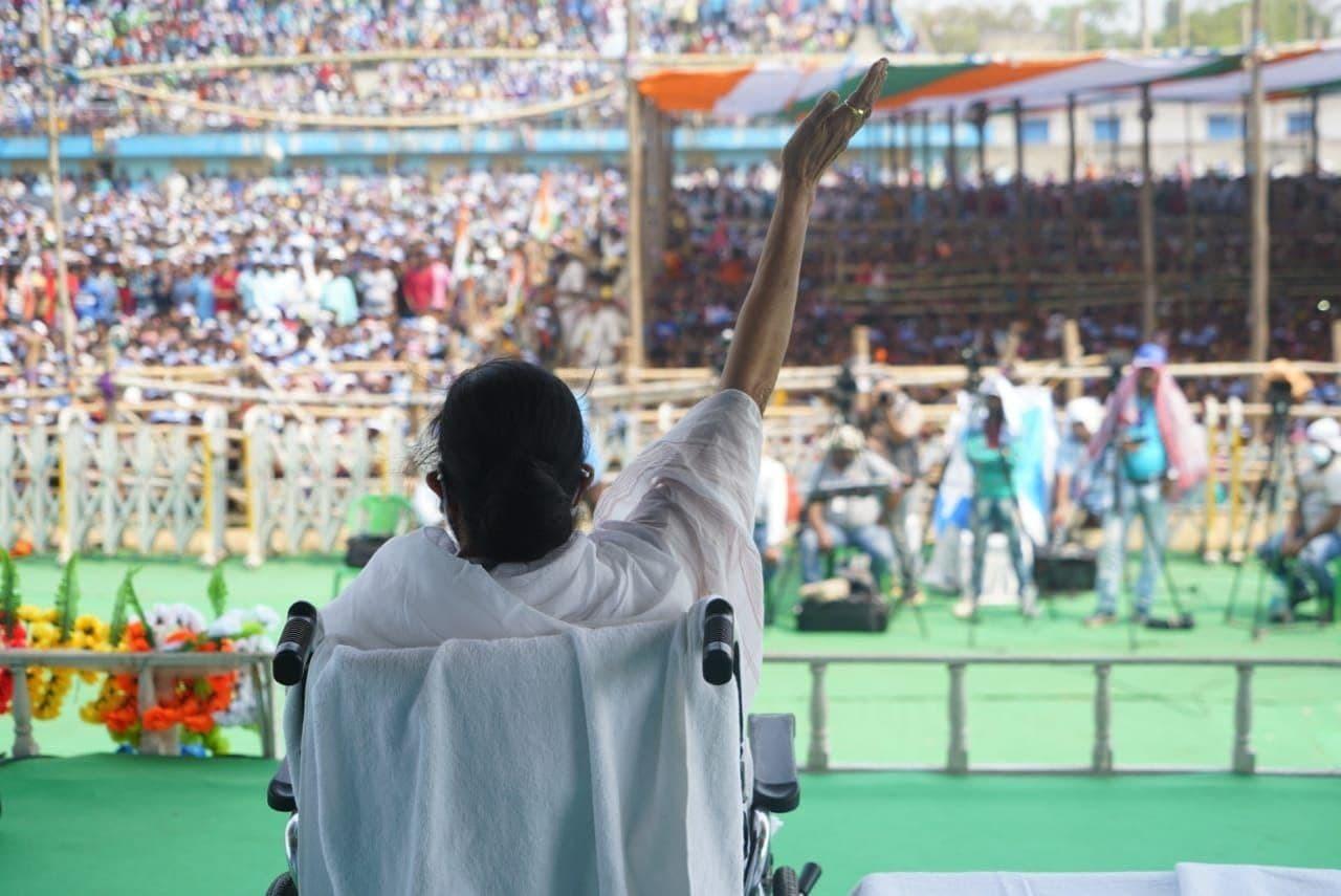 ബംഗാളിലെ ബങ്കുറയില് നടന്ന മമത ബാനര്ജിയുടെ തിരഞ്ഞെടുപ്പ് പ്രചാരണം: ചിത്രങ്ങള് കാണാം