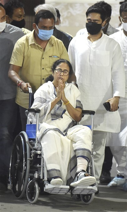 WB CM Mamata Banerjee Discharged From SSKM Hospital