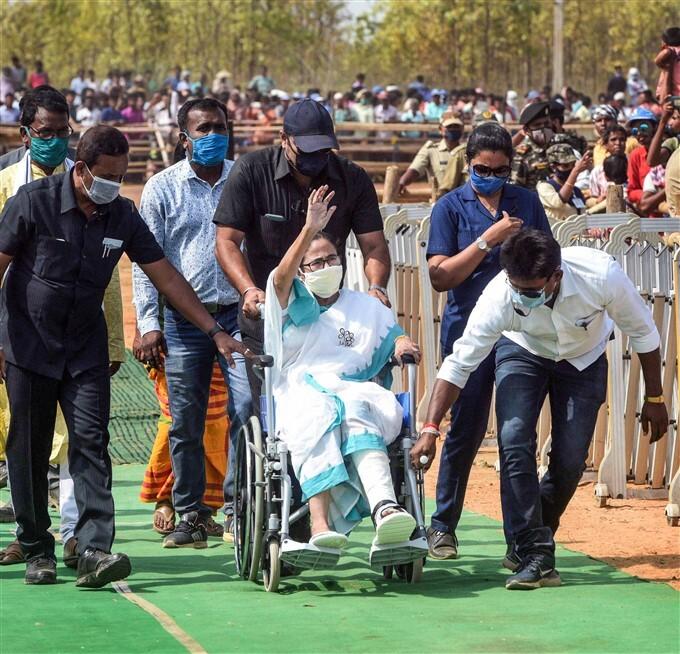 ఫోటోలు: పశ్చిమ బెంగాల్ ఎన్నికల ప్రచారంలో సీఎం మమతా బెనర్జీ