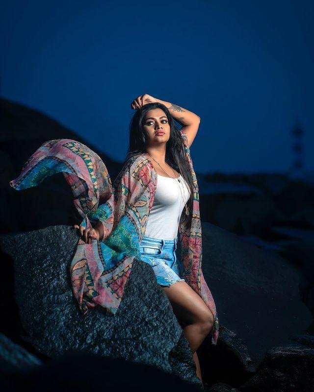 Actress Shalu Shamu hot photos   டைட்டான உடையில் ஹாட்டாக போஸ் கொடுத்த ஷாலு  ஷம்மு - Oneindia Tamil