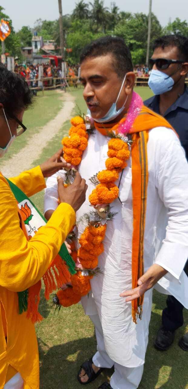 বিজেপি প্রার্থী তরুণ আদকের সমর্থনে বজবজে রোড শো শুভেন্দু অধিকারীর