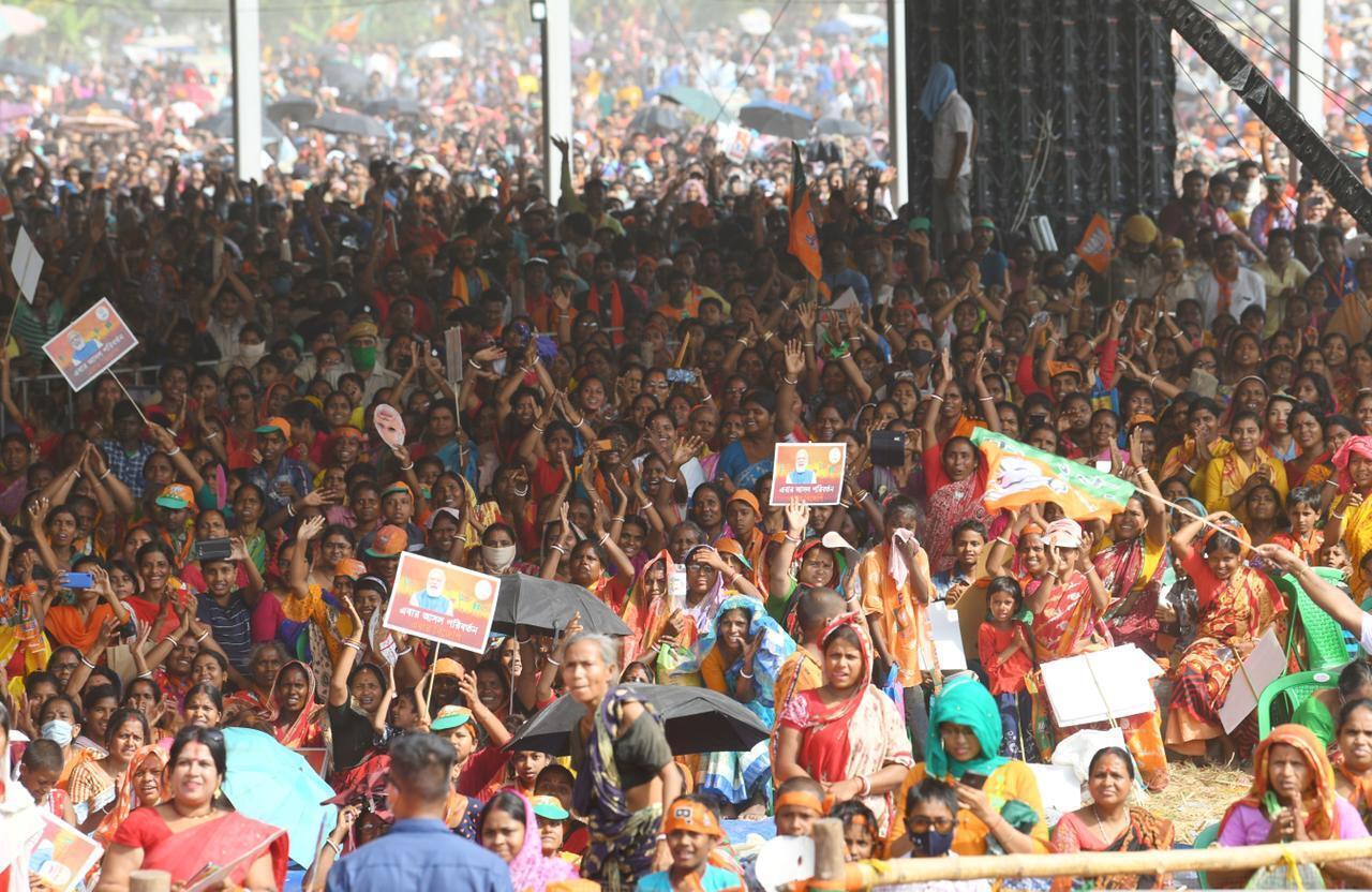 ജോയ്നഗറിൽ ആവേശത്തിരയിളക്കി നരേന്ദ്ര മോദി, ചിത്രങ്ങൾ കാണാം