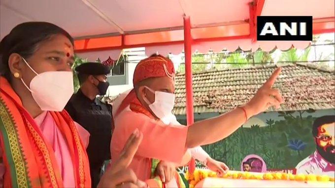 കഴക്കൂട്ടത്ത് യോഗി ആദിത്യനാഥിന്റെ റോഡ് ഷോ, ചിത്രങ്ങൾ കാണാം