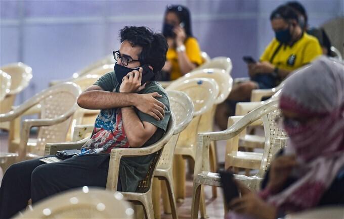 ಚಿತ್ರಗಳು: ಭಾರತದಾದ್ಯಂತ 18 ವರ್ಷ ಮೇಲ್ಪಟ್ಟವರಿಗೆ ಕೋವಿಡ್-19 ಮೂರನೇ ಹಂತದ ವ್ಯಾಕ್ಸಿನೇಷನ್