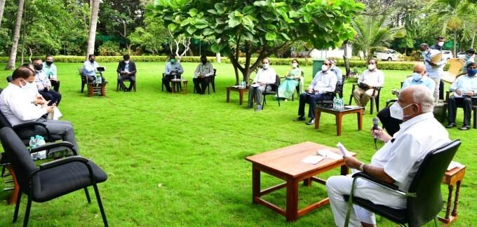 ಸಿಎಂ ಯಡಿಯೂರಪ್ಪ ನೇತೃತ್ವದಲ್ಲಿ ನಡೆದ ಆಕ್ಸಿಜನ್ ಉತ್ಪಾದಕರು, ಸರಬರಾಜುದಾರರ ಸಭೆಯ ಚಿತ್ರಗಳು