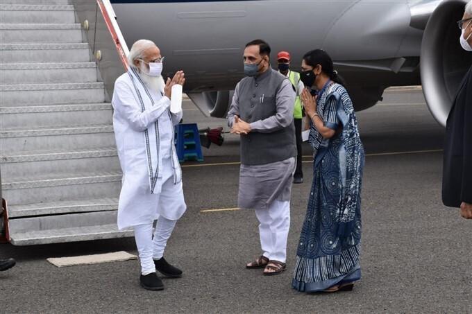 ಚಿತ್ರಗಳು: ಪ್ರಧಾನಿ ನರೇಂದ್ರ ಮೋದಿ ಗುಜರಾತ್ ಮತ್ತು ದಿಯುನಲ್ಲಿ ವೈಮಾನಿಕ ಸಮೀಕ್ಷೆ ನಡೆಸಿದರು