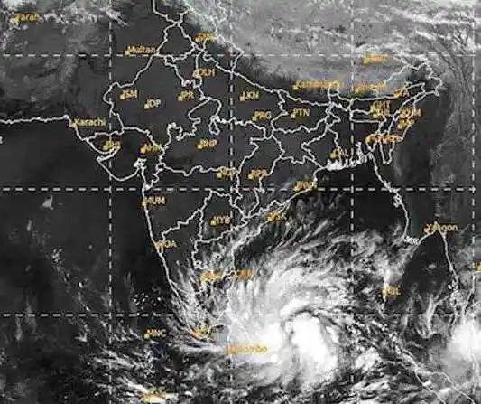 ಚಿತ್ರಗಳು: ಯಾಸ್ ಚಂಡಮಾರುತ ಎದುರಿಸಲು ಸಿದ್ಧತೆ