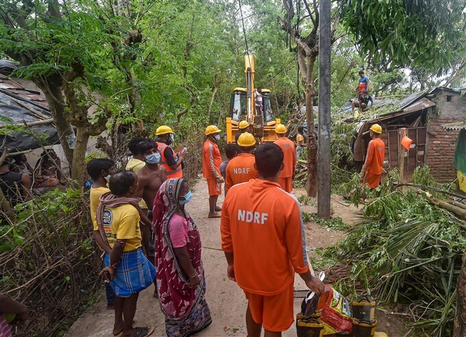 ಚಿತ್ರಗಳು: ಯಾಸ್ ಚಂಡಮಾರುತದಿಂದ ಪಶ್ಚಿಮ ಬಂಗಾಳದಲ್ಲಿ ಭಾರೀ ಮಳೆ