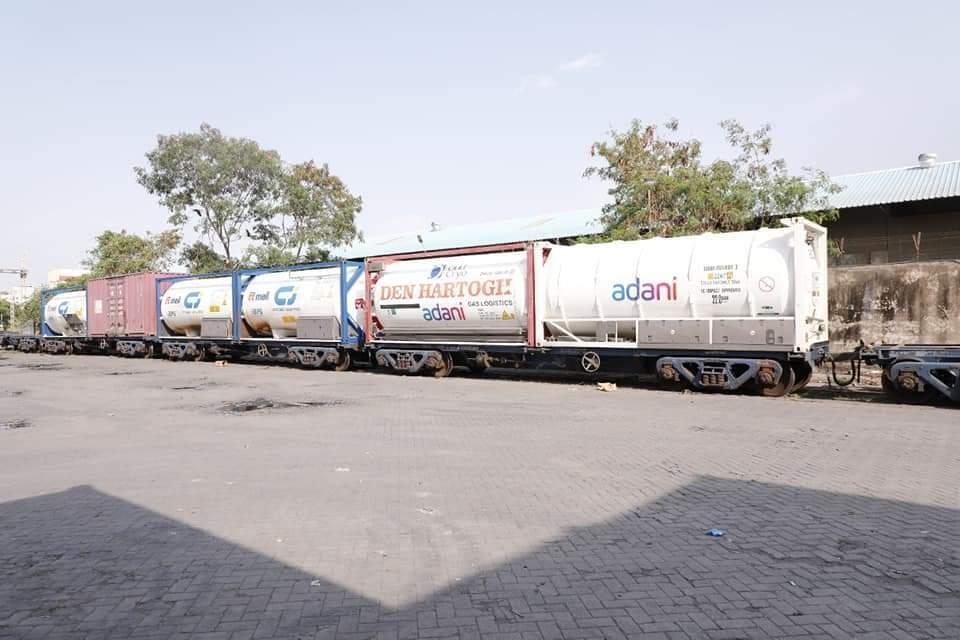 ఐదు ఆక్సిజన్ ట్యాంకర్లతో రూర్కేలా నుంచి సనత్నగర్ చేరిన ఆక్సిజన్ ఎక్స్ప్రెస్