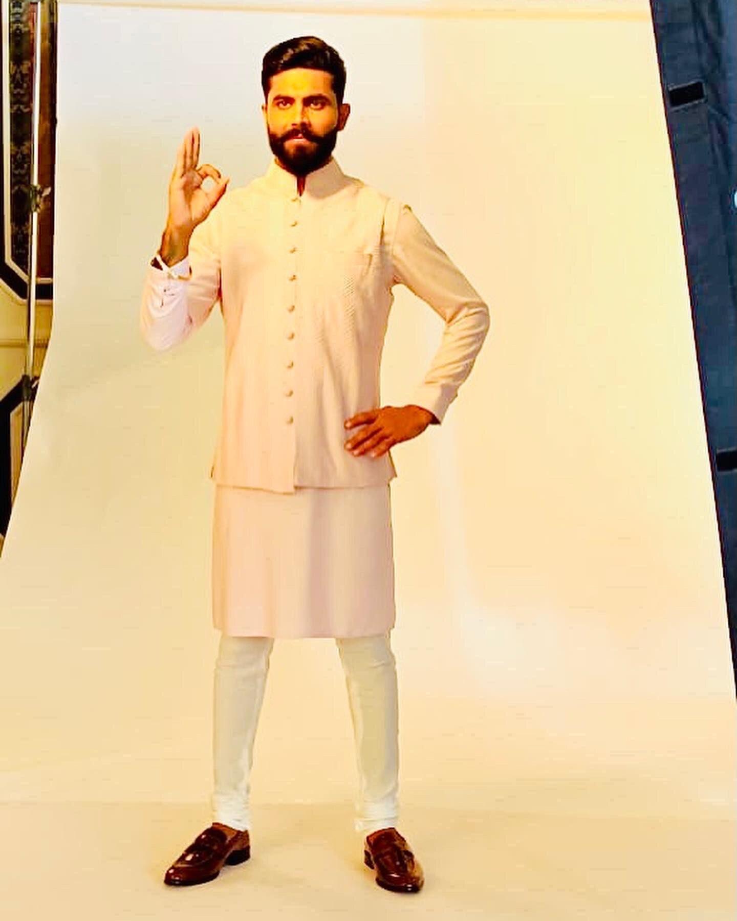 ஆஹா சூப்பரு.. நம்ம ரவீந்திர ஜடேஜாவா இது.. அவர் ஜெர்சிய கவனிச்சீங்களா