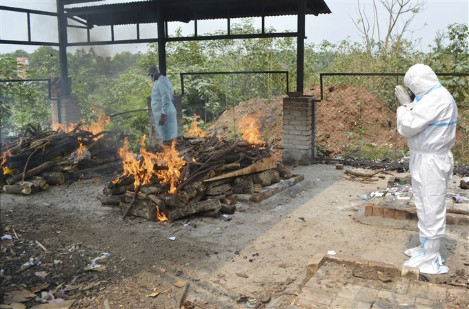 Covid-19 2nd Wave: Cremation Of COVID-19 Victims Across India, 11/05/2021
