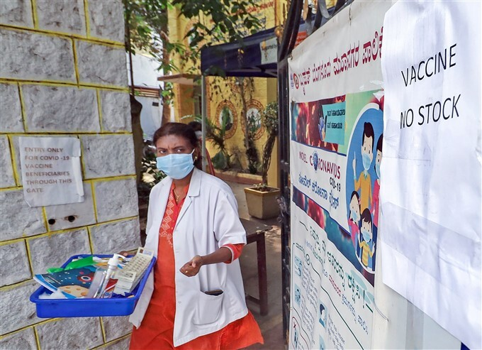 Covid-19 2nd Wave: Citizens Receive COVID-19 Vaccine During Third Phase Of Vaccination Across Indian, 13/05/2021