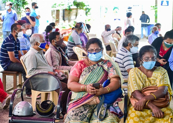Covid-19 2nd Wave: Citizens Receive COVID-19 Vaccine During Third Phase Of Vaccination Across India, 17/05/2021
