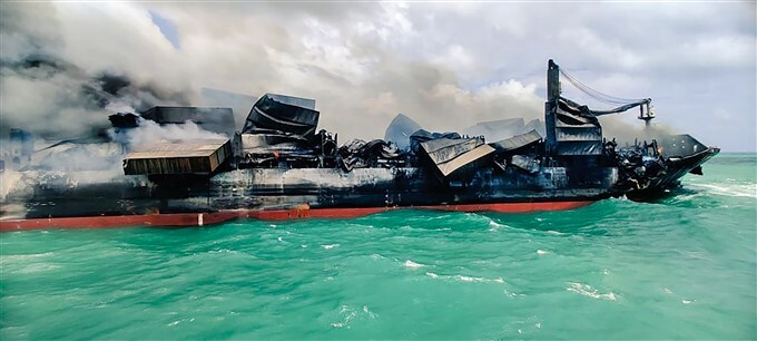 ICG Ships Sprays Foam/water To Douse The Fire Onboard MV X-Press Pearl Off Colombo