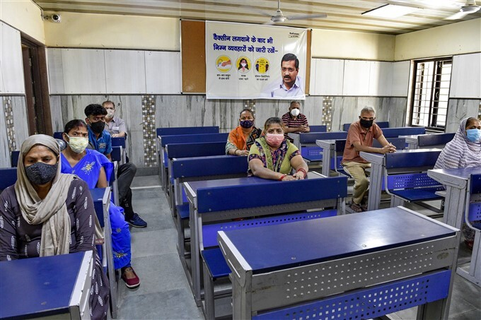 Covid-19 2nd Wave: Citizens Receive COVID-19 Vaccine During Third Phase Of Vaccination Across Indian, 26/05/2021