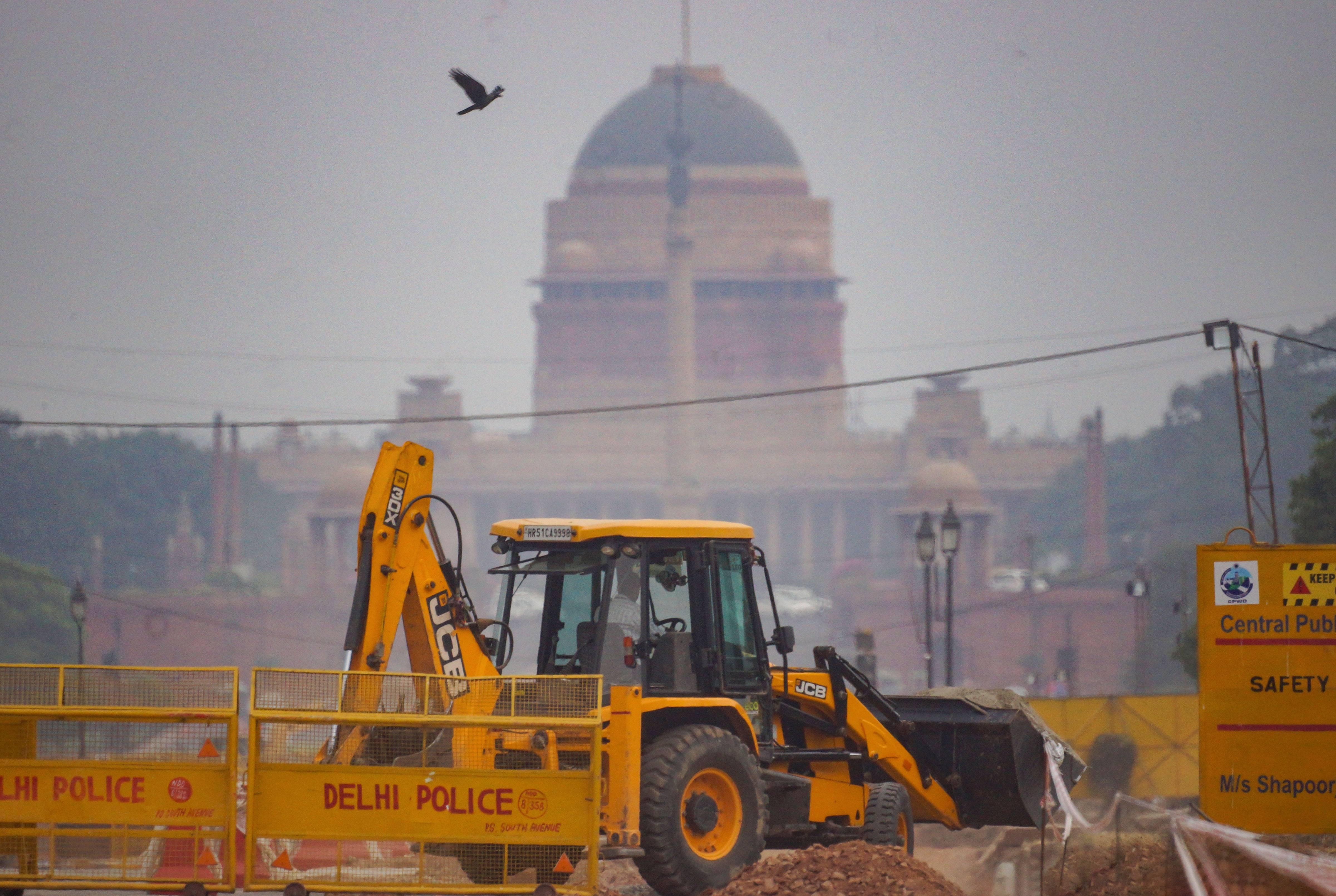 സെന്ട്രല് വിസ്റ്റ പദ്ധതിയുടെ നിര്മാണം ദില്ലിയിലെ രാജ്പഥില് പുരോഗമിക്കുന്നു, ചിത്രങ്ങള്