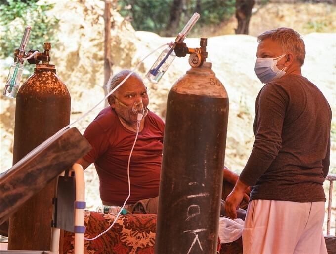 കൊവിഡ് രോഗികൾക്കായി ഹേംകുന്ത് ഫൗണ്ടഷൻ സൗജന്യ ഓക്സിജൻ എത്തിച്ചപ്പോൾ-ചിത്രങ്ങൾ