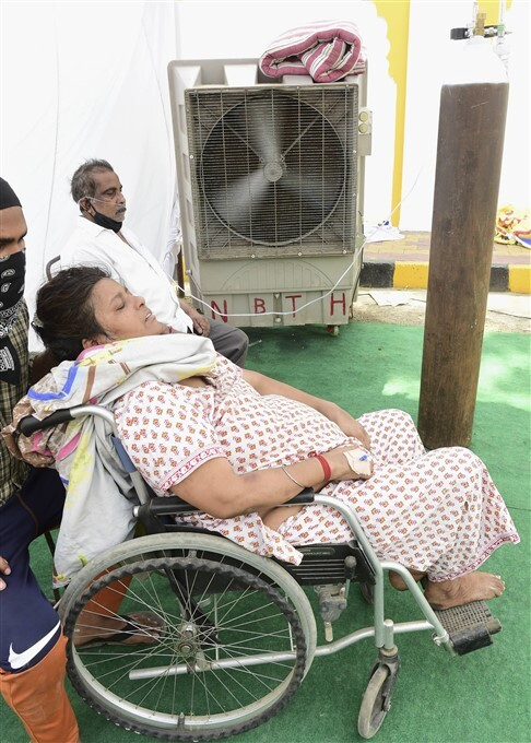 COVID-19 2nd Wave: COVID-19 Patients Receives Free Oxygen Provided By A Gurdwara