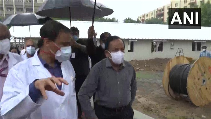 Health Minister Dr Harsh Vardhan Inspects New Oxygen Concentrator Plant At Safdarjung Hospital