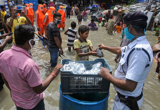 Army And NDRF Team Carries Out A Rescue Operation In West Bengal