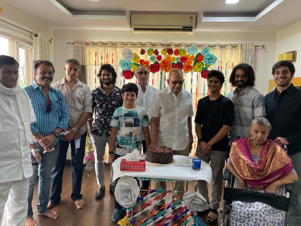 Superstar Krishna Bday: 78వ ఏటాలోకి అడుగుపెట్టిన బుర్రిపాలెం బుల్లోడు