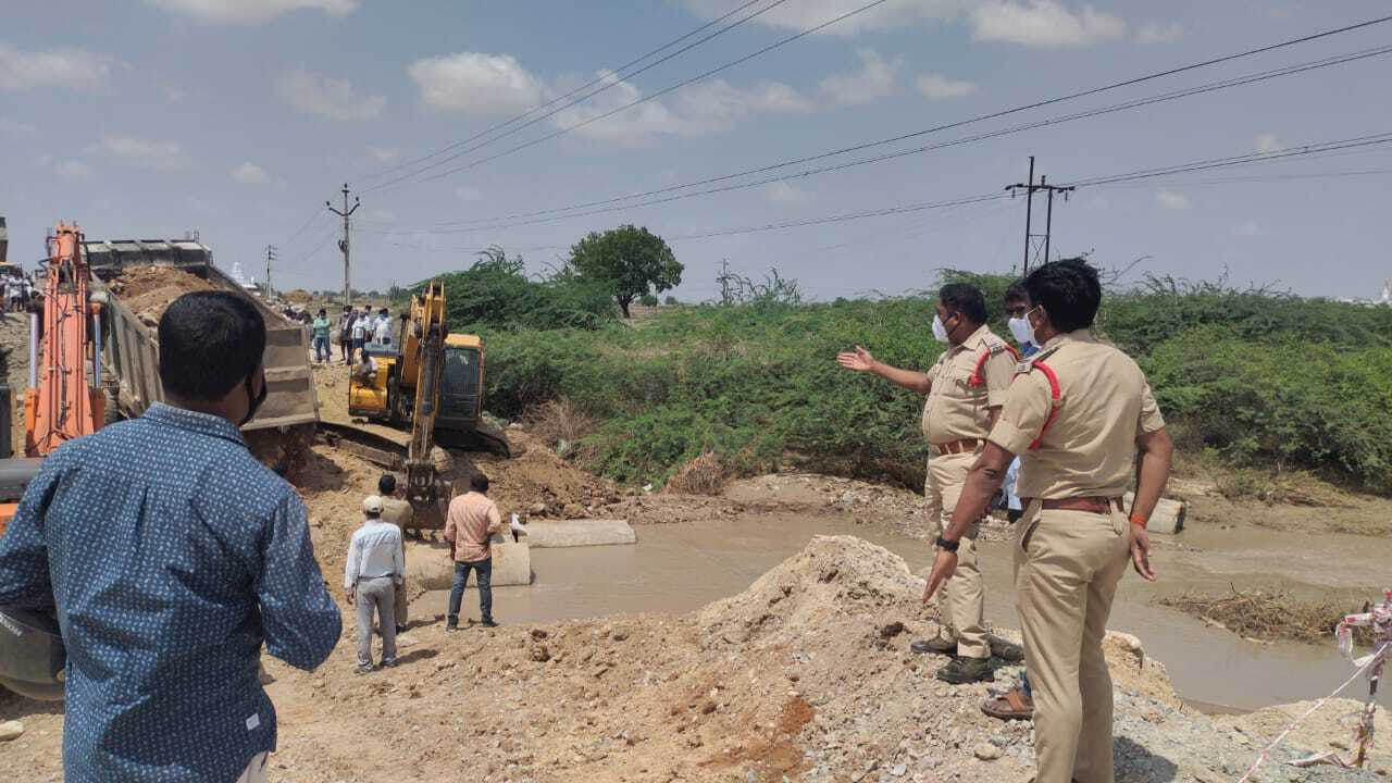 Vehicles Movement Stopped Due To Bridge Collapsed Between Alur & Adoni