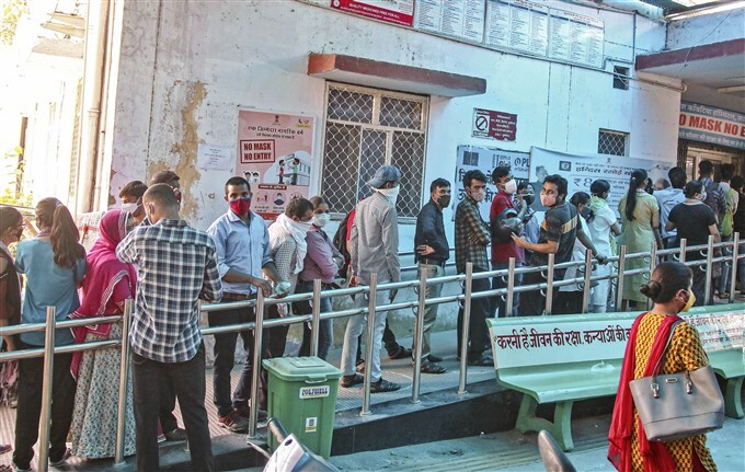 Covid-19 2nd Wave: Citizens Receive COVID-19 Vaccine During Third Phase Of Vaccination Across Indian, 11/06/2021