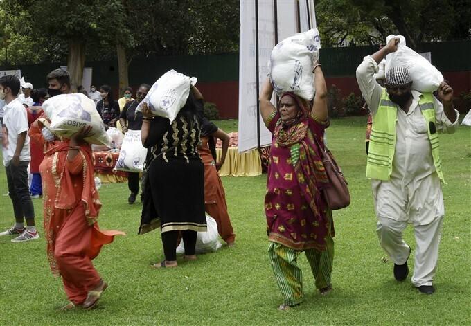രാഹുല് ഗാന്ധിയുടെ ജന്മദിനത്തില് കോണ്ഗ്രസ് പ്രവര്ത്തകര് നടത്തിയ ജീവകാരുണ്യ പ്രവര്ത്തനങ്ങള്- ചിത്രങ്ങള് കാണാം