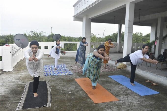 International yoga day 2021 :ప్రపంచవ్యాప్తంగా యోగాసనాలు వేసిన ప్రజలు