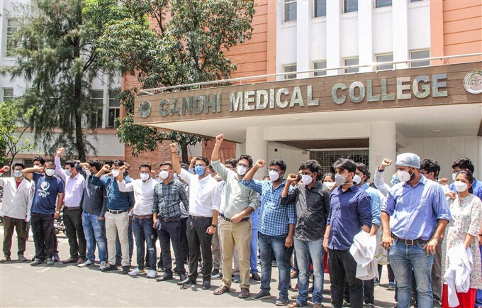 Gandhi Medical College Junior Doctors Protest Demanding A Hike In Their Salaries, In Bhopal