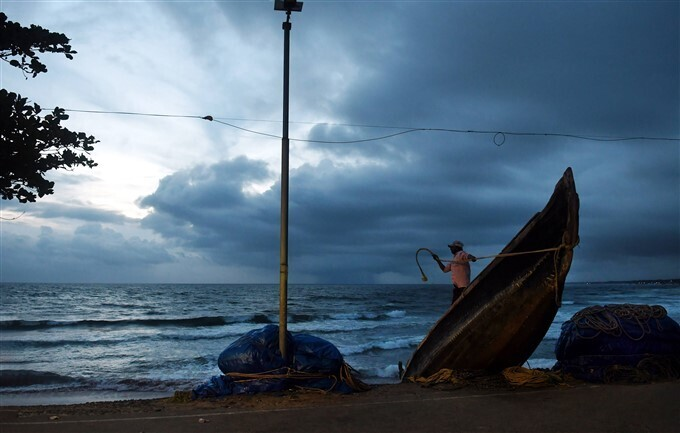 PHOTOS: केरल के दक्षिणी हिस्से में मानसून ने दी दस्तक, जमकर बरसे बादल