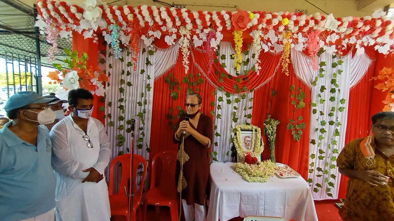 বালির শিক্ষা-ক্রীড়া-সংস্কৃতি আন্দোলনের পুরোধা ব্যক্তিত্ব পদ্মনিধি ধরের প্রথম মৃত্যুবার্ষিকী স্মরণে ক্রীড়া ব্যক্তিত্বরা এবং দীপ্সিতা ধর