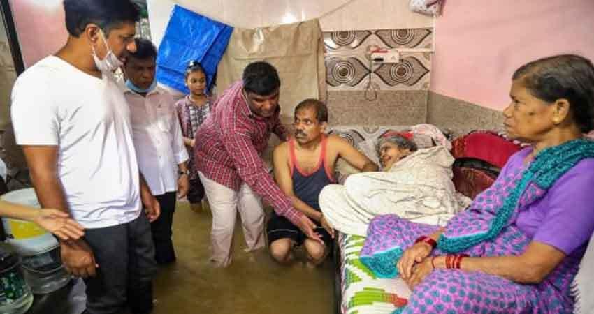 तस्वीरों में देखिए बाढ़ के कारण दरिया बन गए महाराष्ट्र के कई जिले