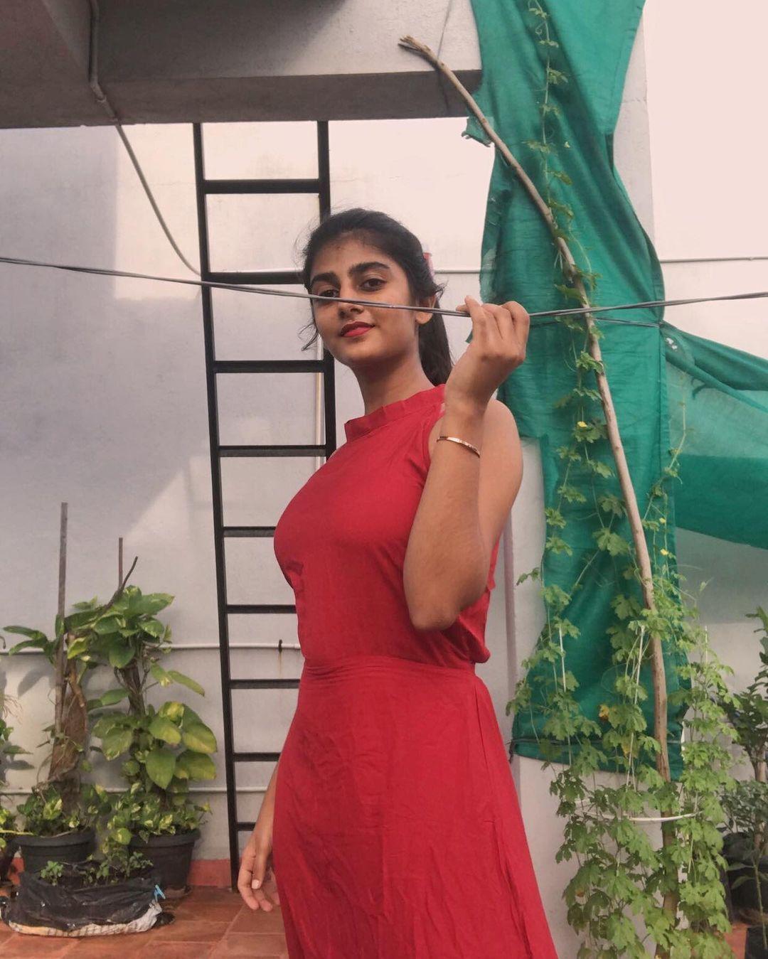 இது செம...பிக் பாஸ் கேப்ரியெல்லாவின் ஹாட் போட்டோஸ்!