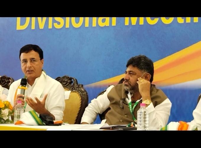 AICC General Secretary Randeep Singh Surjewala During KPCC Division Level Meeting In Tumkur