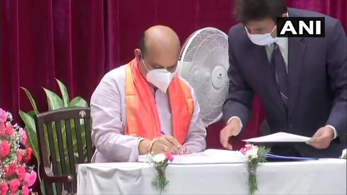 കര്ണാടകയ്ക്ക് പുതിയ മുഖ്യമന്ത്രി; കാണാം ബസവരാജ് ബൊമ്മൈയുടെ സത്യപ്രതിജ്ഞാ ചിത്രങ്ങള്