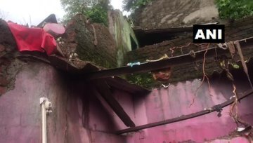 রাতভর বৃষ্টিতে মুম্বইয়ের ভিখরোলিতে দেওয়াল চাপা পড়ে মর্মান্তিক দুর্ঘটনা