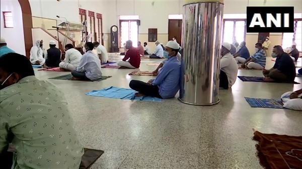 Devotees Offer Prayers In Accordance With Covid Protocols At Palayam Juma Masjid