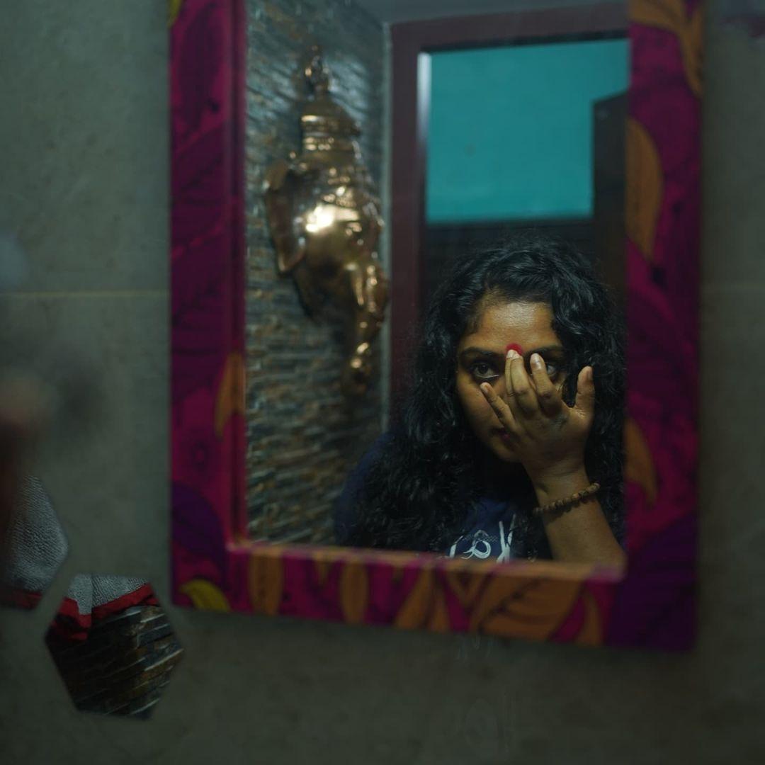 ഹോട്ട് ലുക്കില് ബിഗ് ബോസ് താരം ഹിമ ശങ്കര്; ഫോട്ടോഷൂട്ട് കണ്ട് ഞെട്ടി ആരാധകര്