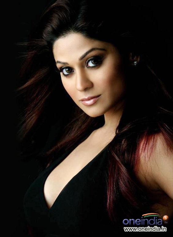 Hotness में शिल्पा शेट्टी से दो कदम आगे हैं राज कुंद्रा की साली शमिता शेट्टी