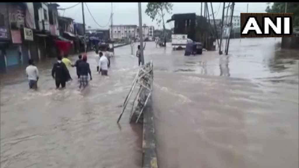 Mumbai Rain:अगर घर से बाहर निकलने का है Plan तो  जरूर देख लें इन तस्वीरों को