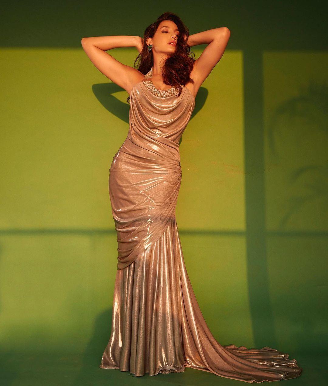 शॉर्ट ड्रेस में एक बार फिर नोरा फतेही ने ढाया कहर, Photos से नजर नहीं हटा पा रहे फैंस