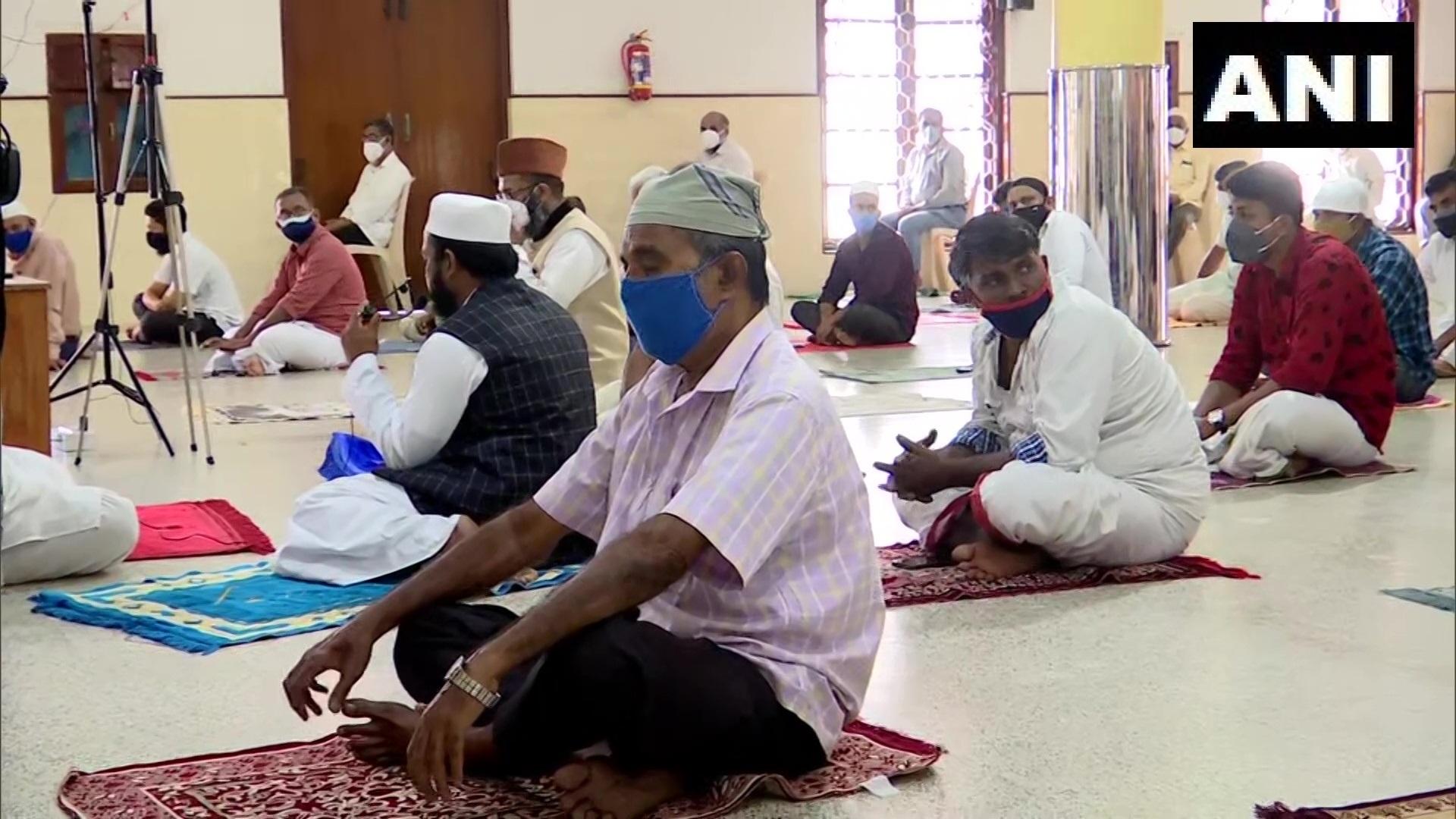 Photos: ಕೊರೊನಾವೈರಸ್ ಶಿಷ್ಟಾಚಾರಗಳ ಅಡಿ ಬಕ್ರೀದ್ ಹಬ್ಬ ಆಚರಣೆ
