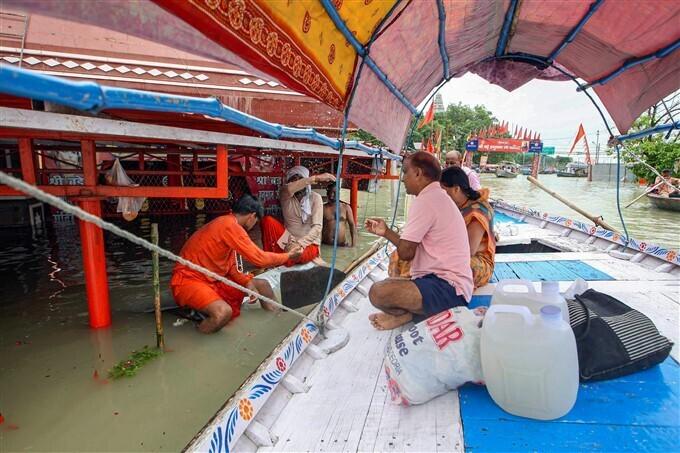 09/08/2021: ಗಂಗಾ ನದಿ ತೀರದಲ್ಲಿ ನೀರಿನ ಮಟ್ಟ ಏರಿಕೆಯ ಚಿತ್ರಗಳು