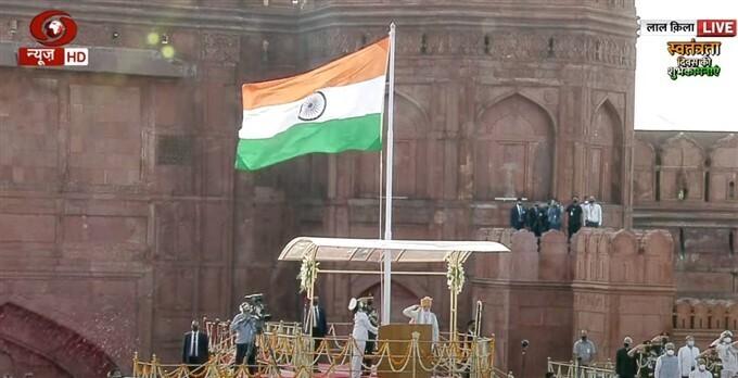 ചെങ്കോട്ടയില് വര്ണാഭമായ ആഘോഷങ്ങളുമായി ഇന്ത്യയുടെ 75ാം സ്വാതന്ത്ര്യ ദിനം. ചിത്രങ്ങള് കാണാം