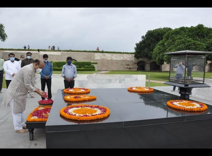 ಚಿತ್ರಗಳಲ್ಲಿ ನೋಡಿ: ಮಹಾತ್ಮನ ಸನ್ನಿಧಿಯಲ್ಲಿ ಮುಖ್ಯಮಂತ್ರಿ ಬಸವರಾಜ ಬೊಮ್ಮಾಯಿ