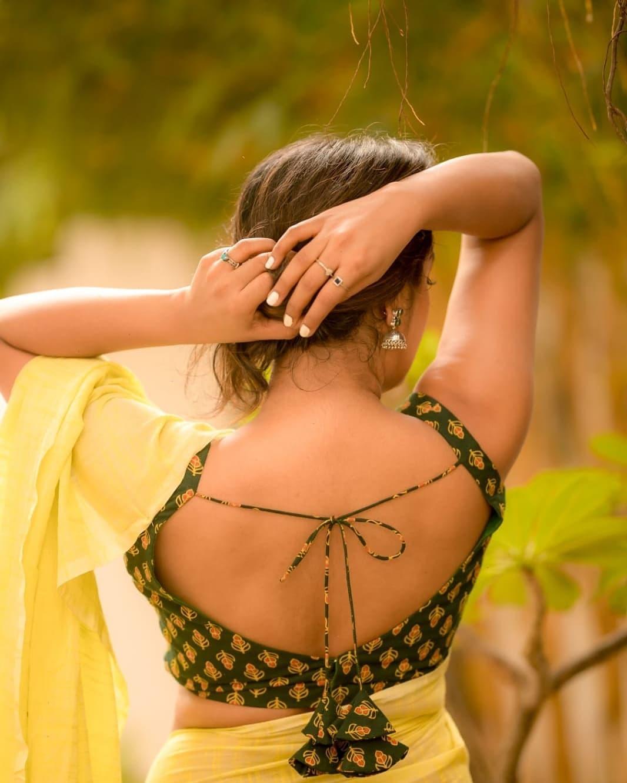 மஞ்சள் நிற ட்ரெஸில் .. கலக்குகிறாரே நடிகை ஸ்வயம் சித்தா!